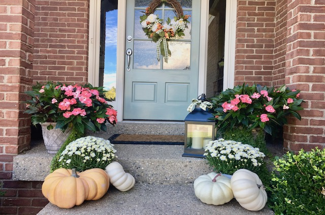 fall-front-porch-ideas-using-summer-flowers