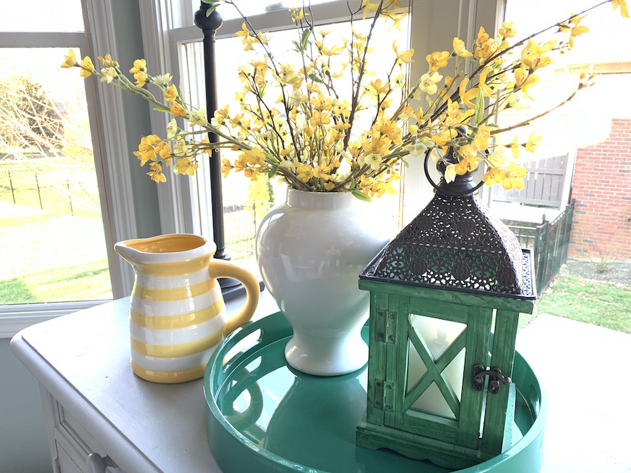Spring Decorating with Trays