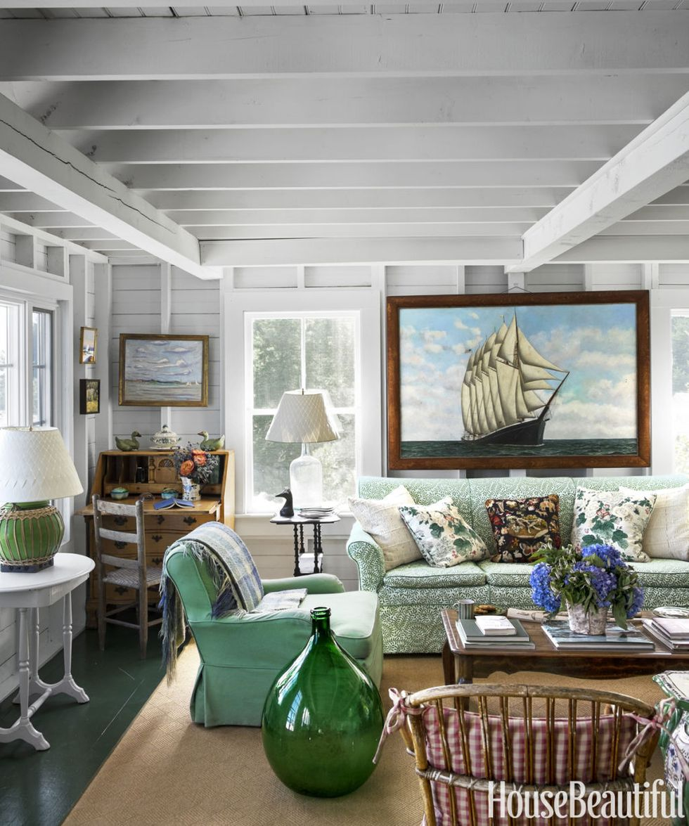 Maine-beach-cottage-coastal-living-room